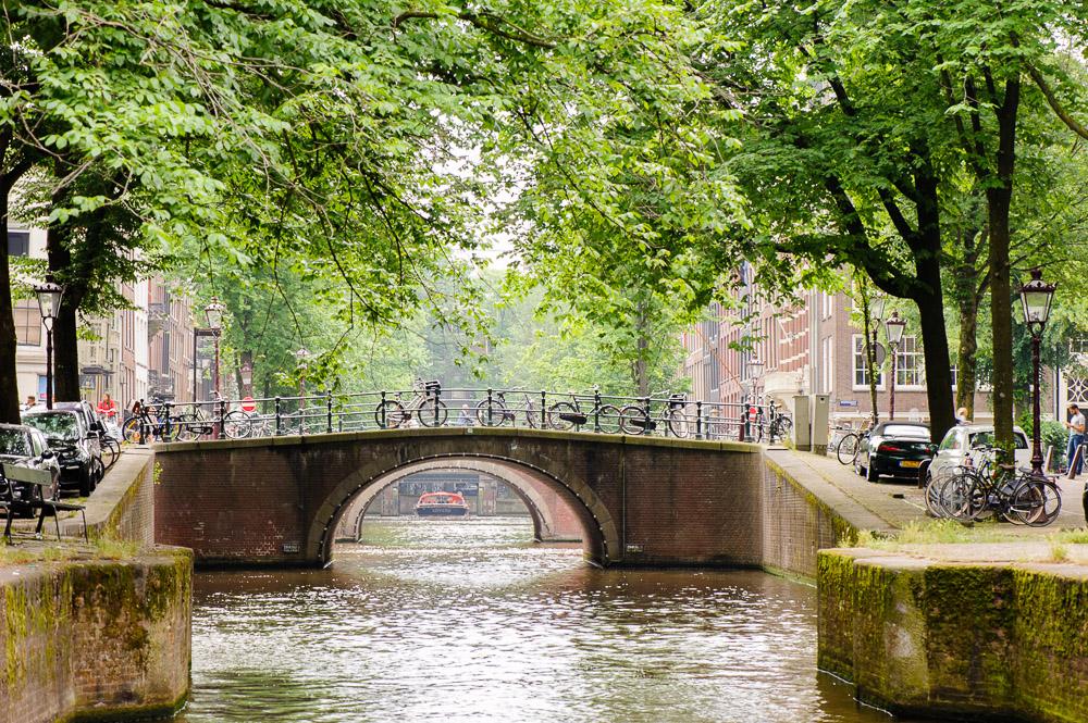 doorkijje amsterdamse grachtenbrug