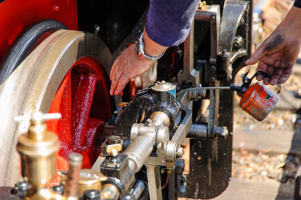 machinist met oliespuit