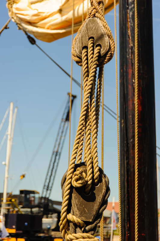VOC schip De Halve Maen hijs en spanblokken
