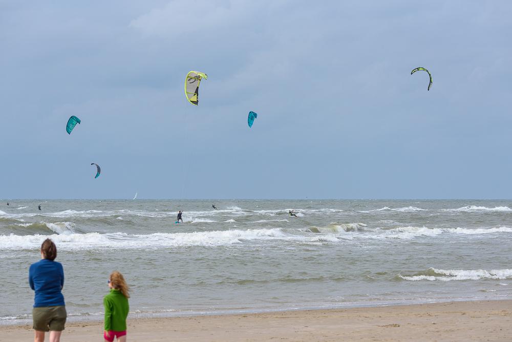 kitesurfen op het strand