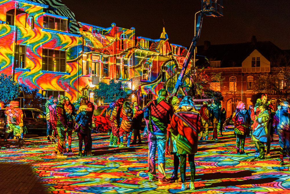 glow 209 Diving into a sea of colours