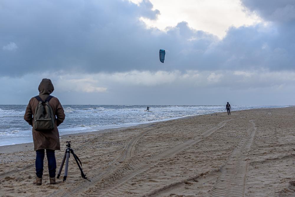 kitesurfer op strand de koog texel