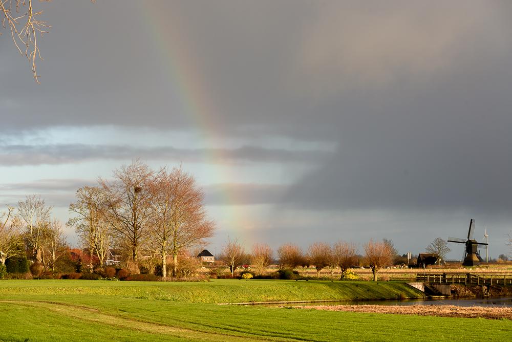 wipwatermolen met regenboog