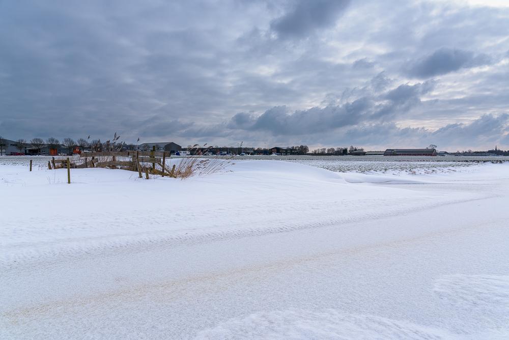 polderland onder de sneeuw