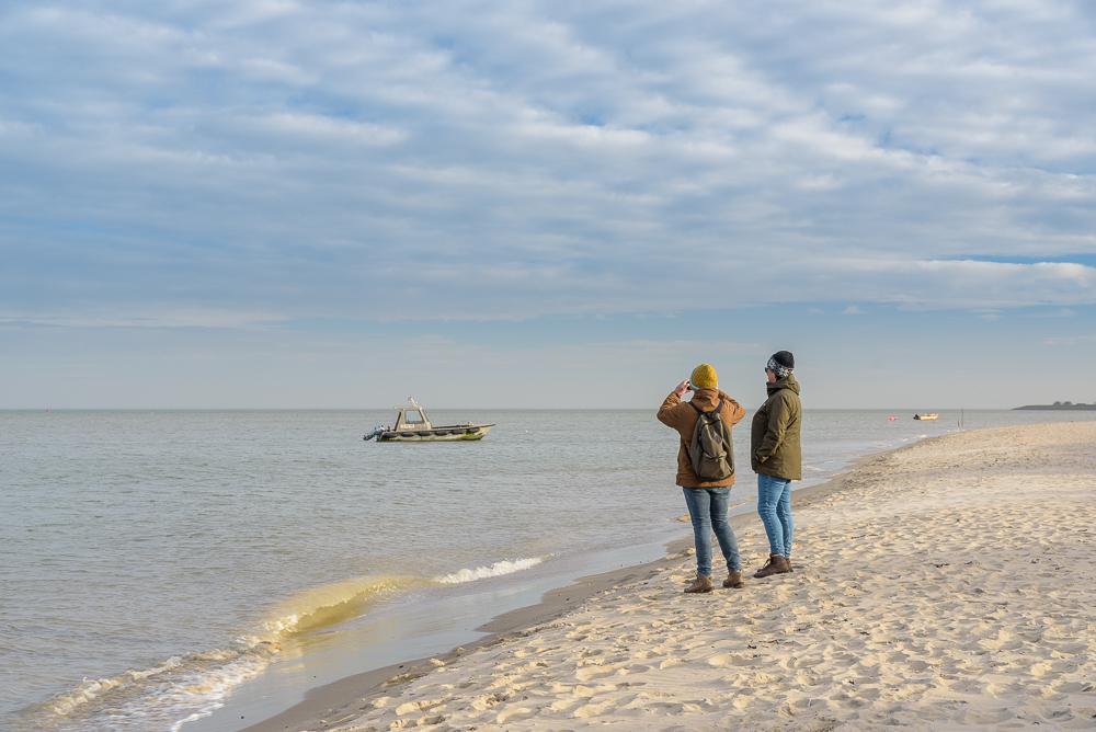 bootje op strand de volharding texel
