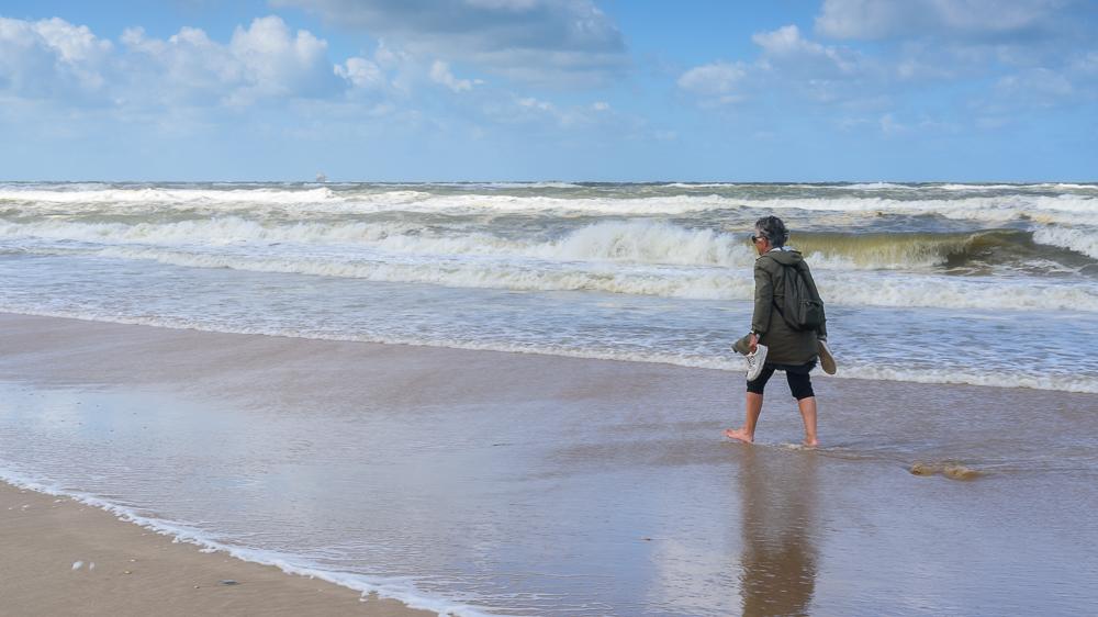 pootjebaden op strand Castricum