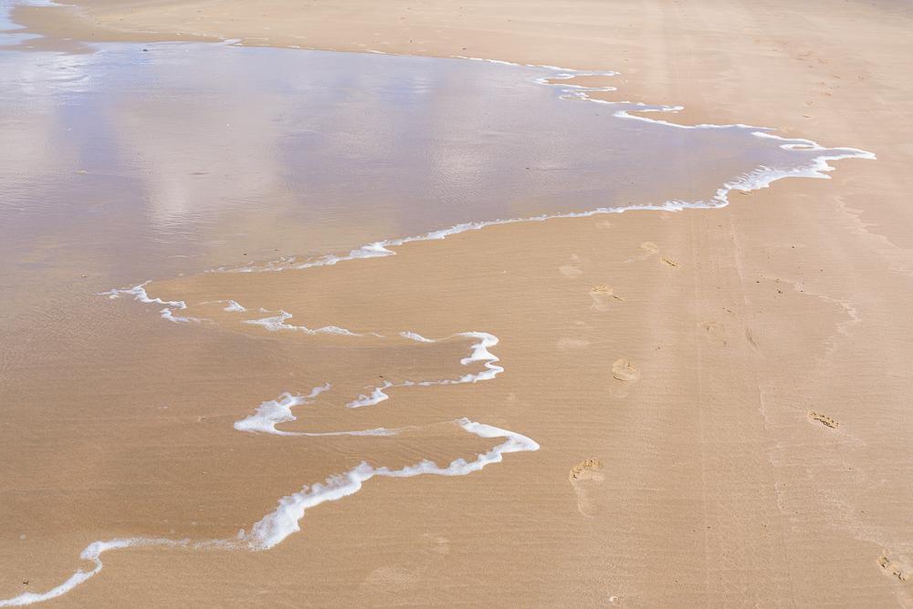 patronen op het natte zand